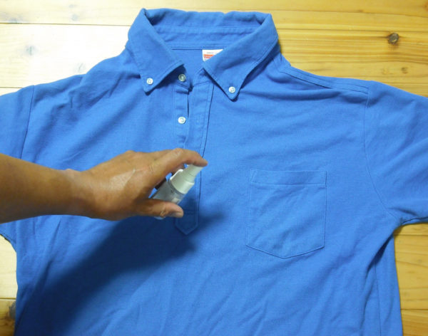 仕事着のシャツにヌーラスプレー